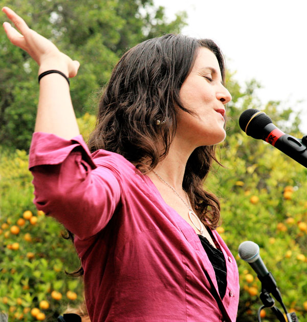 lisa-sing-applepie